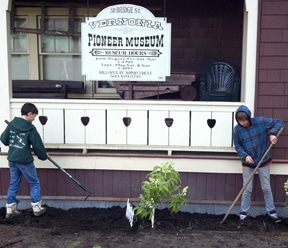 Sierra Service Students Back to Work in Vernonia